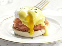 Eggs Benedict with Smoked Salmon & Chives Recipe